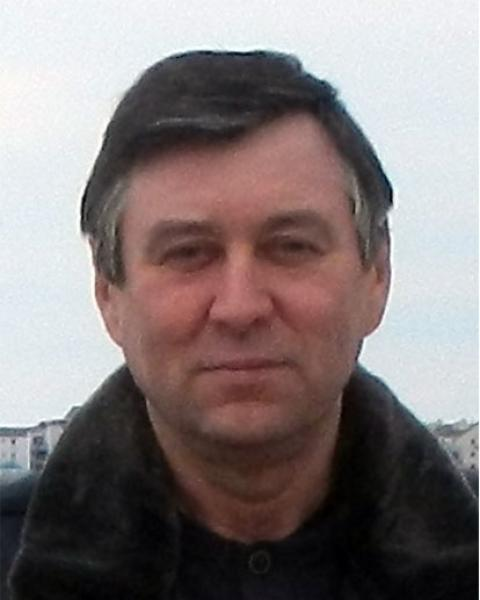 A headshot of Alex Shiklomanov, a research assistant professor in the Earth Systems Research Center.