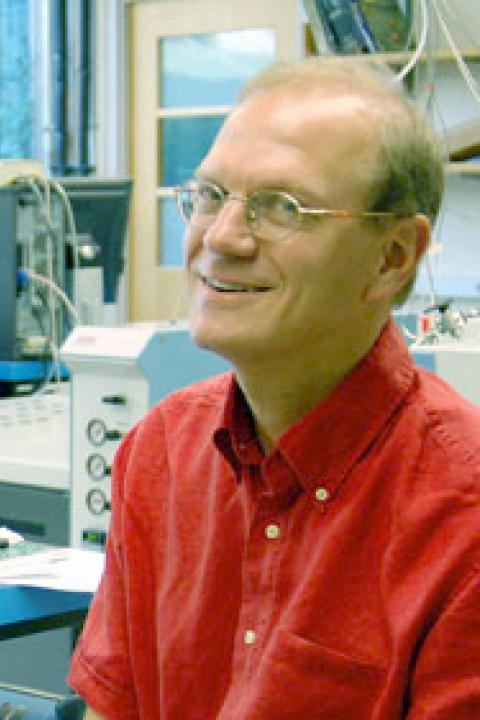 A headshot of Erik Hobbie, research professor in the Earth Systems Research Center.