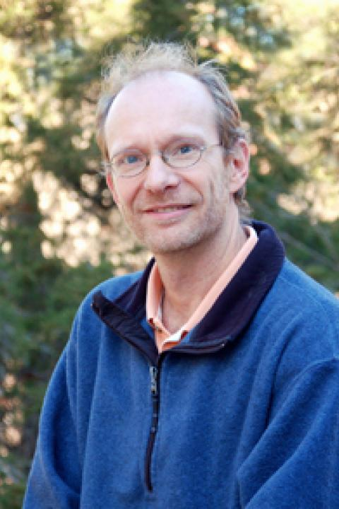 A headshot of Richard Lammers, a research assistant professor in the Earth Systems Research Center.