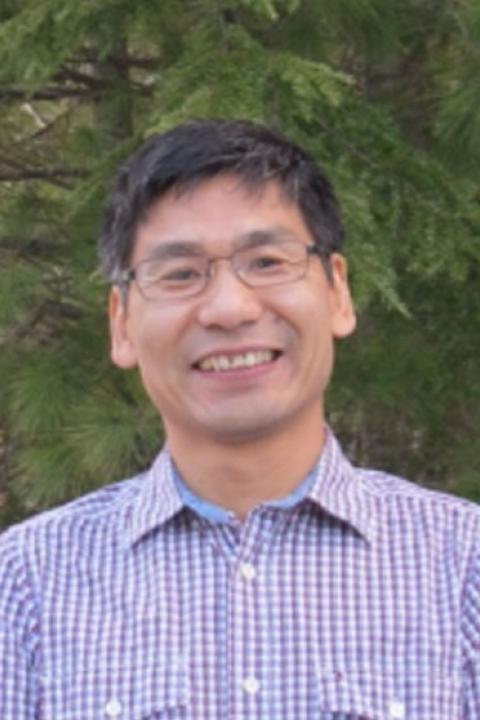A headshot of Zaixing Zhou, a research scientist in the Earth Systems Research Center.